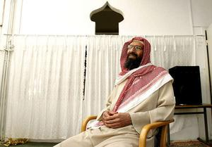 Abo Raad, eller Riyad al Duhan som han också kallar sig, har utpekats som den militanta islamismens ledare i Sverige.Under flera år har han haft täta kontakter med Västerås moské på Råby.