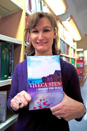 Författaren Viveca Sten kommer till Leksand i morgon.