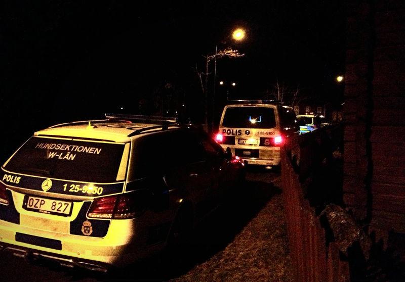 Tva poliser till sjukhus efter ingripande