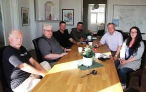 Björn Mårtensson, Peter Engdahl, Ove Schönning, Markus Evensson, Örjan Fridner och Stina Michelson från Socialdemokraterna.