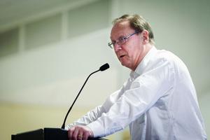 Det finns ingen anledning att nämnden ska kosta på politikerna en lyxlunch, anser Kurt Josefsson (BOP).