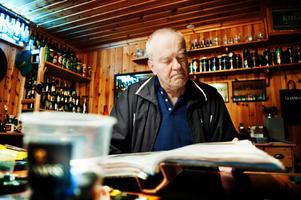 Med sin 198 000 öletiketter har Jan-Erik Biwall troligtvis den största samlingen i Sverige i sitt slag.BILD: JONAS ERIKSSON