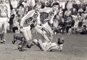 Ove Lindberg och Mikael Källström i Sandvikens IF under derbyt på Strömvallen  25 september  1982.