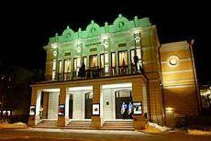 Foto: LARS WIGERT Teatern 125 år. Teaterintendent Anders Weick höl tal till födelsedagsbarnet från balkongen.