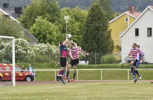 Sollefteås Kristoffer Westerlund  med en av matchens många räddningar.