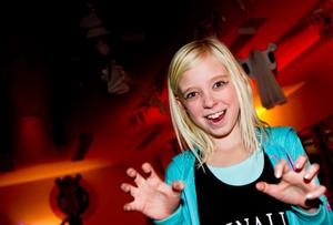 Linnea Norlund åker från Söderala till Sandarne för att ha kul på Halloween.