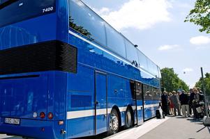 Buss 676 som pendlar mellan Stockholm och Norrtälje tar cirka en timma och tio minuter enkel väg.