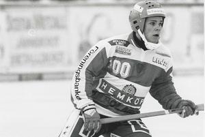 Foto: Cohhny SkoglundUnder Bollnäs GIF jubileumsår 1995 var det ingen slump att det var just Magnus Granberg som fick äran att bära tröja nummer 100.