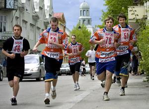 Full fart på Bollnäs gator inbringade pengar till Bollnäsbandyn.