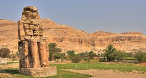På vägen till Kungarnas dal, där många av faraoerna är begravda.