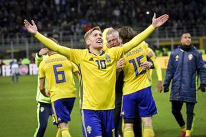Sveriges Emil Forsberg jublar efter slutsignalen i måndagens VM-kval mot Italien.