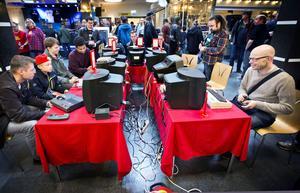 Retrogathering 2017 i Växhuset. Spelentusiaster i alla åldrar fick utlopp för sin passion för äldre dataspel.