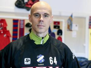 Daniel Välitalo gör sin 15:e säsong i rödblått, och är nu rejält rotad i Edsbyn med familjen.