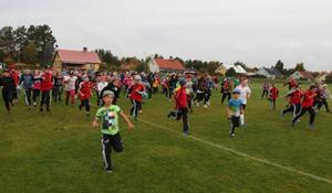Det var full rusning i starten för eleverna på Norra skolan som skulle jogga runt tvåkilometersslingan vid Svegs IP.