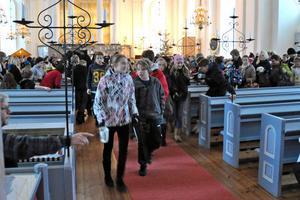 Nu är jullovet ett faktum. Glatt tågade eleverna ut från kyrkan och in i ledigheten.