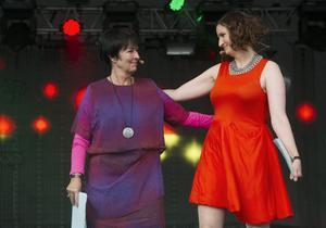Eniga. Socialdemokraternas förra partiledare Mona Sahlin och EU-minister Birgitta Ohlsson invigningstalade på Pridefestivalen.foto:scanpix