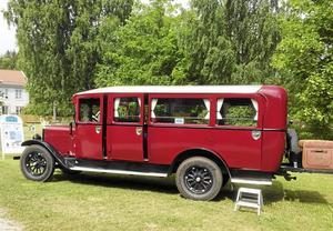 Primus Motors buss som under marknadsdagen 3 september erbjuder intresserade marknadsbesökare en tur till Rättargården-MoDomuseet.
