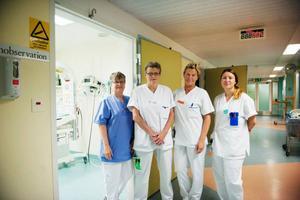 Kvinnokliniken på Östersunds sjukhus har inte de problem med arbetsmiljön som många andra avdelningar har. En stor anledning till det är att personalen roterar mellan avdelningarna och samarbetar bra. Birgitta Ericsson, Monica Eriksson-Lindberg, Lena Bäck och Nathalie Bylander stortrivs på arbetet.