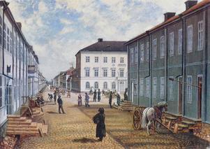 Drottninggatan österut cirka 1830. Målning (här beskuren i övre kant) av G L Boklund efter Ferdinand Tollins litografi från 1832.