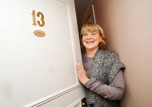 """""""Ett rum, är ett rum"""", säger Halbjorg Jordet från Röros. Och varken hon eller hennes väninnor reflekterade över att det skulle vara något konstigt med att det var rum 13 fick på Hotell Zäta i Östersund. """"Det tänkte vi inte alls på"""", säger hon. Foto: Ulrika Andersson"""