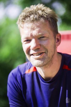 Johan Renström blir inspirerad av frågor från bloggens läsare, och tycker om att hjälpa andra.