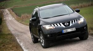 glittrade grin. Nissan Murano väcker känslor. Bilen är utvecklad i USA för amerikanska bilköpare men där har bilförsäljningen som                                    bekant tvärstannat. Och i Europa har priset fallit rejält.