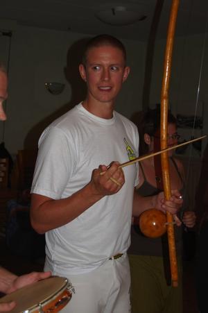 Invecklat. Speciella musikinstrument som används i capoeira. Foto:Karolina Lundgren