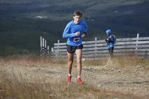 Philip Kristoffersson var först upp för backen mot Hovdetoppen. Han segrade i herrar 11 kilometer.