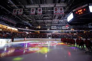 Modo Hockey var i ekonomisk kris för andra gången på två år. Och för andra gången inom samma tid skickade kommunen in miljonbelopp i föreningen. Den här gången genom att ge ett miljonlån till bygge av ett hockeymuseum.