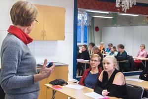 Gudrun Schyman var på hemmaplan. Många FI-sympatisörer var på plats i Engelbrektsskolan.