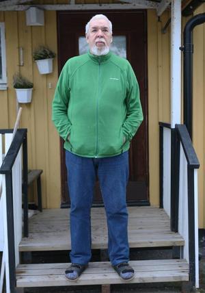 Utomhus  kan Vilhem Nordén bara vistas om det är varmare än sex minusgrader. Därför har han haft färdtjänst de senaste två vintrarna men i år har han inte fått det läkarintyg som behövs.