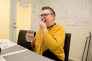Sjukdomen går i skov vilket gör att Åsa Sköldehammar ibland mår bättre och ibland sämre, men hon behöver alltid äta flera olika sorters medicin.