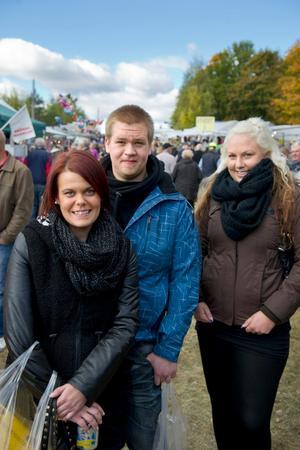 Goda vänner. Mikaela Svensson, Robert Engström och Emmy Fahlström.