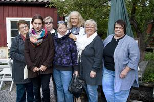 Jill Lindström, Helena Skoglund, Gun-Britt Hedblom, Fatima Nyberg, Liselotte Danielson, Birgitta Bergström och Elizabeth Hägglund ser fram emot att Furuviksbarnens historia ska bli bok.
