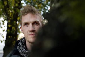Jonas Hammar har de senaste åren bott i tre städer. Genom airsoften har han fått stora kontaktnät.