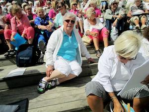 Ulla Deutschmann, ordförande PRO Körfältet Östersund, var en av deltagarna i körkryssningen. Här vilar hon och alla andra ut efter repetitionen.   Foto: Inger Breil