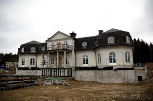 """Blir större. Redan pampiga """"Persbo slott"""" kommer att bli ännu större. Lars-Erik Magnusson har fått bygglov för en utbyggnad med 1 350 kvadratmeter i suterrängplan."""