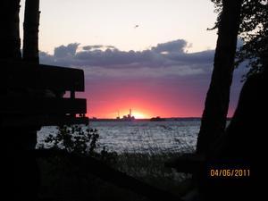 Bilden tagen från Ridö'n på årets Vårläger med St.Olof Scouter. Vacker solnedgång, man ser Värmekraftverket och jag råkade fånga en Trollslända i farten!