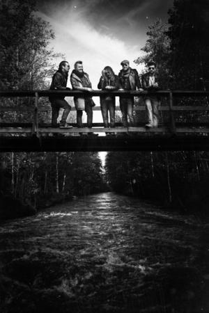 Ramblin Romeos firar ett år som band och bandet som spelar på CC-puben i kväll består av Danne Königsson (sång/gitarr), Marcus Odby (gitarr), Sverker Magnusson (klaviatur), Micke Eriksson (bas) och Petter Diamant (trummor).