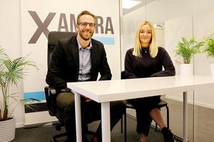 Sebastian Johansson är ansvarig för Xameras kontor i Örebro. Malin Lindh är en av flera rekryterare som turas om att arbeta i Örebro. Rekrytering av ordinarie personal till Örebrokontoret pågår.