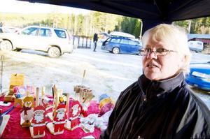 Inger Falk från Grötingen, Bergs kommun, sålde handgjorda slöjdprodukter under Höstmarknaden.