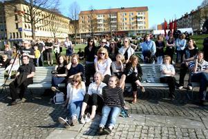 SOLIGT. Strålande solsken och värme mötte besökarna av Klassfesten på Slottstorget.