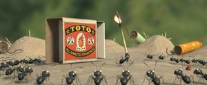 En borttappad nyckelpiga blir svartmyrornas nya kompis när de får slåss mot de onda rödmyrorna om en åtråvärd sockerskatt i långfilmsversionen av