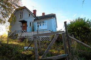 Villa Östanå. Sekelskiftesvillan ägs av rallylegendaren Stig Blomqvist, som nu vill renovera huset och även bygga en kompletterande byggnad på fastigheten.