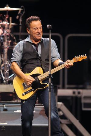 Även Bruce Springsteen gästar Rolling Stones under konserten i Newark.