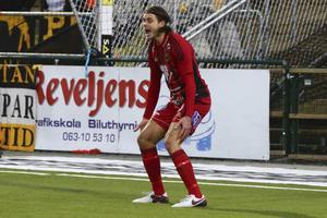 Emir Smajic skriker ut sin ilska efter en missad målchans.