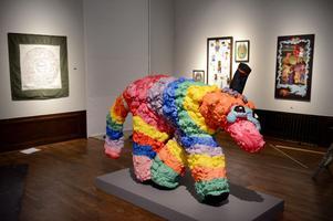 Mikael Larsson från Vargön utanför Vänersborg är en av de yngsta konstnärerna på årets Vårsalong. Född 1991 debuterar han med Piñata, en skulptur som delvis består av fogskum.