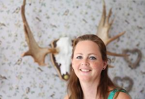 Jonna Eriksson i Hede fällde tre älgar under sin premiärjakt. Den första älgen hade ett guldhorn som nu finns på väggen ovanför köksbordet.