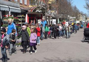 Barnparaden genom stan uppskattades både av gammal som ung.