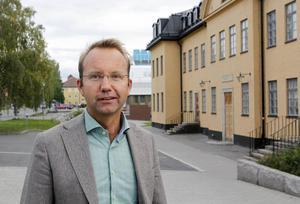 Björn Eriksson är landstingsdirektör och från och med 1 januari blir han länets förste regiondirektör. Då slås landstinget och regionförbundet ihop och bildar Region Jämtland Härjedalen.